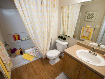 Guest Bathroom - Summit Terrace - Prattville, AL