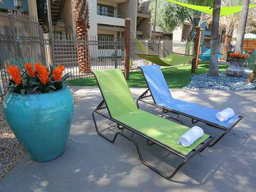 Poolside Loungers - Beacon at 601 - Mesa, AZ