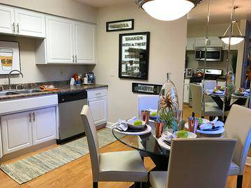 Eat-In Kitchen - Cambridge House - Davis, CA