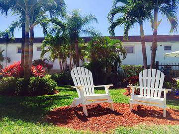 Seating Area - Boca Winds - Boca Raton, FL