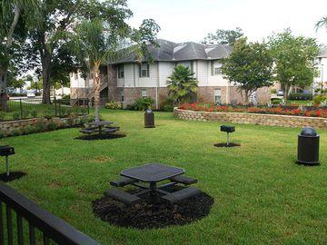 Picnic/Grill Area - Kendall Ridge Apartments - Bradenton, FL