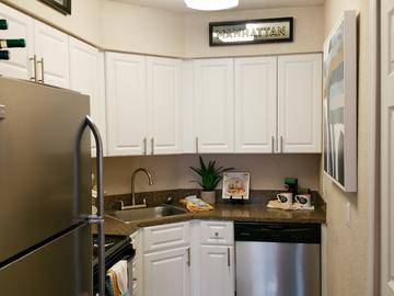 Kitchen - The Laurels Apartment Homes - Fort Myers, FL