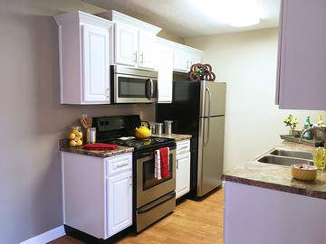 Upgraded Kitchen - Ridgemar Commons - Gainesville, FL