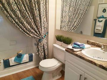 Guest Bathroom - The Fairpointe at Gulf Breeze - Gulf Breeze, FL