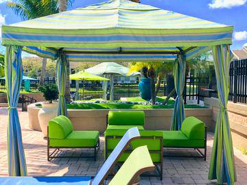 Poolside Cabanas - The View at Waters Edge - Lantana, FL