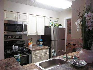 Fully Renovated Kitchens - The View at Waters Edge - Lantana, FL
