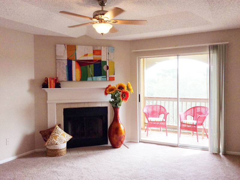 Apartment Photos & Videos - Grand Oaks at the Lake in Melbourne, FL