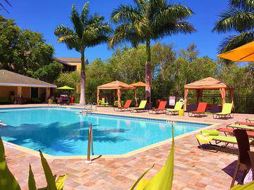 Resort-Style Pool with Wi-Fi - Somerset Palms - Naples, FL