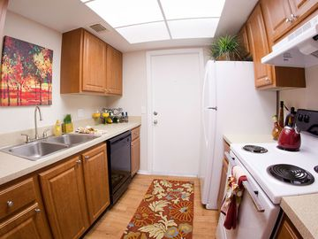 Kitchens - Avery Place Villas - Orlando, FL
