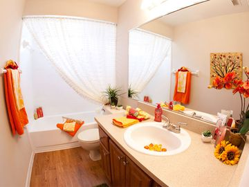 Guest Bathroom - Avery Place Villas - Orlando, FL