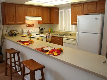 Kitchen - Avery Place Villas - Orlando, FL