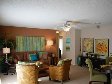 Living Room - Avery Place Villas - Orlando, FL