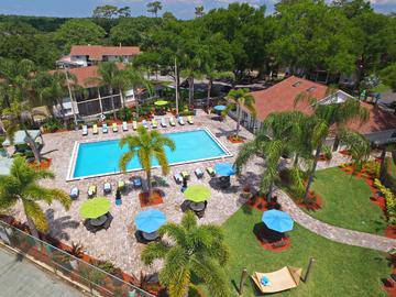 Expansive Sundeck - The Bentley at Maitland - Orlando, FL