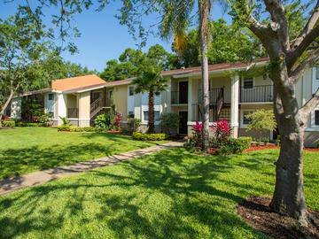 Lush Landscaping - The Bentley at Maitland - Orlando, FL
