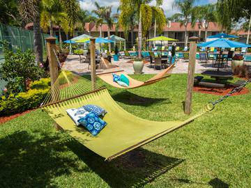 Hammock Garden - The Bentley at Maitland - Orlando, FL