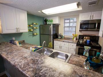 Updated Kitchen - The Bentley at Maitland - Orlando, FL