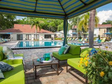 Cabana Seating - The Bentley at Maitland - Orlando, FL