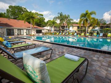 Resort-Style Pool - The Bentley at Maitland - Orlando, FL