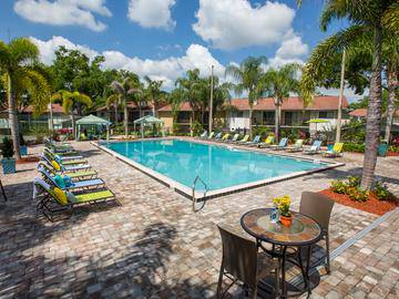 Poolside Loungers - The Bentley at Maitland - Orlando, FL