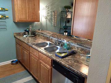 Kitchen - The Bentley at Maitland - Orlando, FL