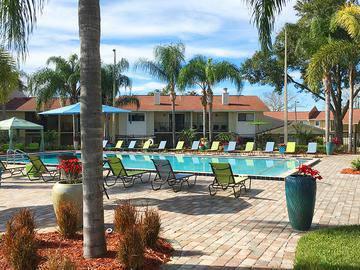 Resort-Style Swimming Pool - The Bentley at Maitland - Orlando, FL