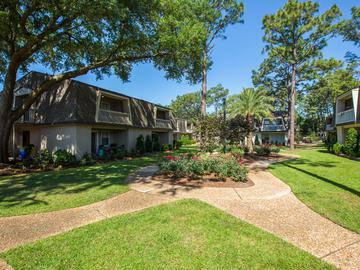 Courtyard - Chapins Landing - Pensacola, FL