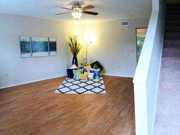 Living Room - Springwood Townhomes - Tallahassee, FL