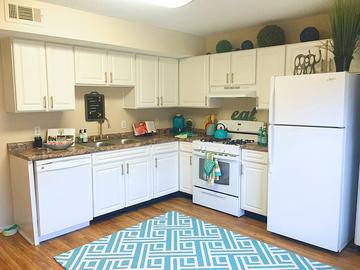 Kitchen - Springwood Townhomes - Tallahassee, FL