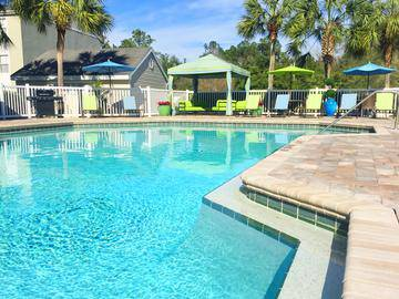 Sparkling Swimming Pool - The Enclave at Huntington Woods - Tallahassee, FL