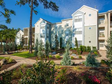 Lush Landscaping - The Oasis at 1800 - Tallahassee, FL