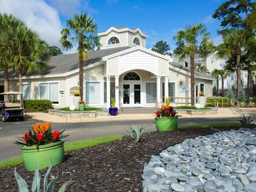 Clubhouse Exterior - The Oasis at 1800 - Tallahassee, FL