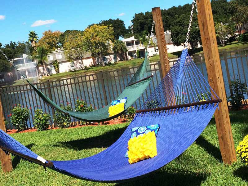 Apartment amenities the lexington at winter park in for Hammock for apartment balcony