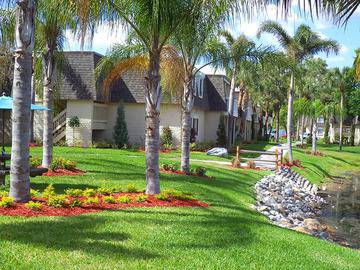 Lush Landscaping - The Lexington at Winter Park - Winter Park, FL