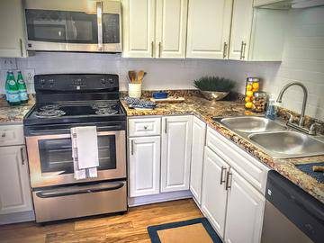 Stainless Steel Appliances - The Lake House at Martins Landing - Roswell, GA