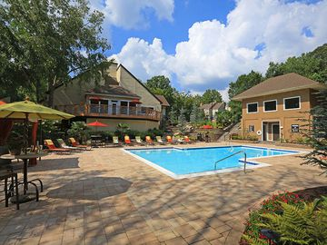 Expansive Sundeck - The Reserve at Ridgewood - Sandy Springs, GA
