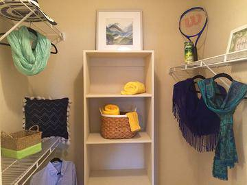 Walk-In Closet - Cambridge Pointe - Stockbridge, GA