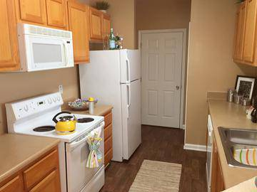 Kitchen - Cambridge Pointe - Stockbridge, GA
