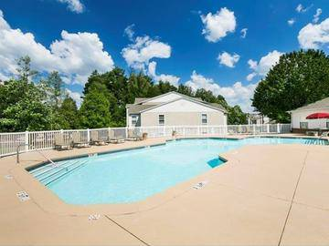 Resort-Style Swimming Pool - Cambridge Pointe - Stockbridge, GA
