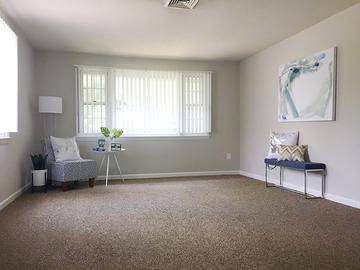 3 Bedroom Living Room - Alpine Commons - Amherst, MA