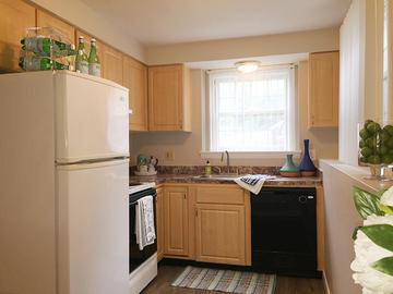 Studio Kitchen - Alpine Commons - Amherst, MA