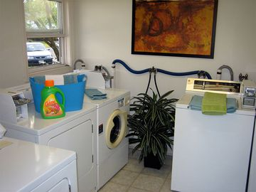 Community Laundry Room - Aspen Chase - Amherst, MA