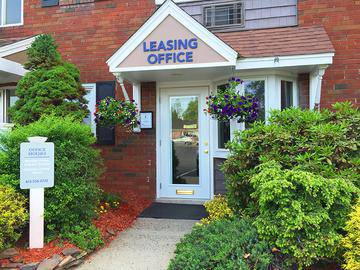Leasing Office Exterior - Beacon Square - Chicopee, MA