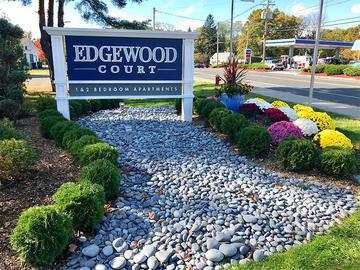 Edgewood Court in Chicopee MA - Edgewood Court - Chicopee, MA