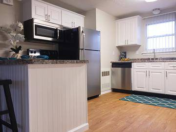 2 Bedroom Updated Kitchen - Edgewood Court - Chicopee, MA