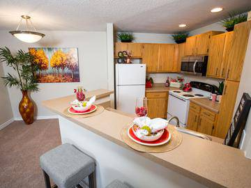 Kitchens with Breakfast Bars - Crossing At Auburn Hills - Pontiac, MI