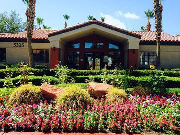 Clubhouse Exterior - Vue 5325 - Las Vegas, NV