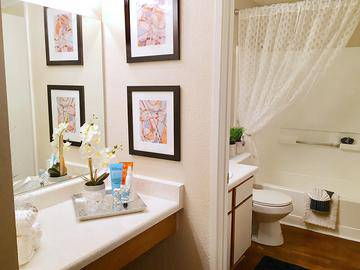 Classic Master Bathroom - Vue 5325 - Las Vegas, NV