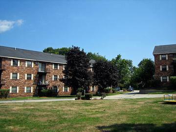 Courtyard - Brookstone Manor - Milford, NH