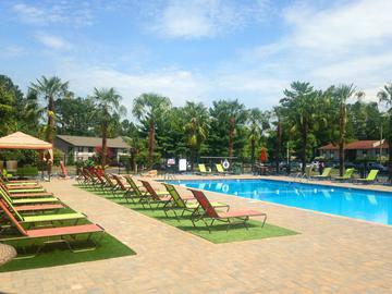 Resort-Style Pool - Berkshire Manor West - Carrboro, NC