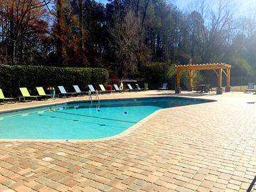 Expansive Sundeck - Berkshire Manor - Carrboro, NC